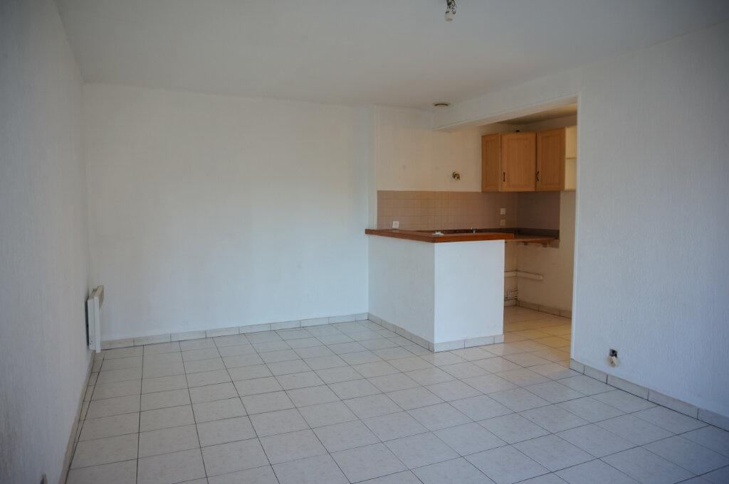 Appartement à louer 2 39m2 à Lorris vignette-1