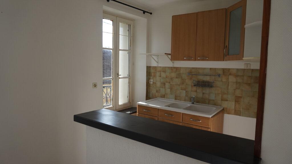 Appartement à louer 3 47.61m2 à Lorris vignette-1