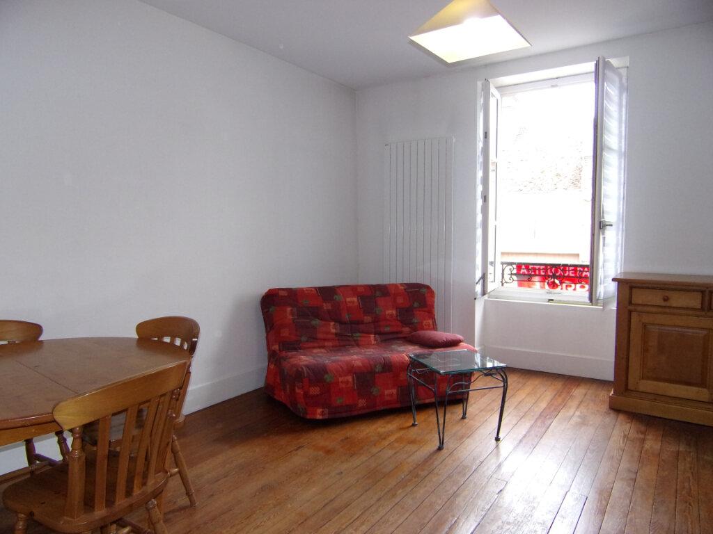 Appartement à louer 2 42m2 à Bellegarde vignette-1
