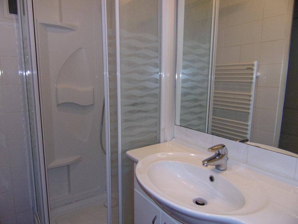 Appartement à louer 2 42m2 à Bellegarde vignette-5