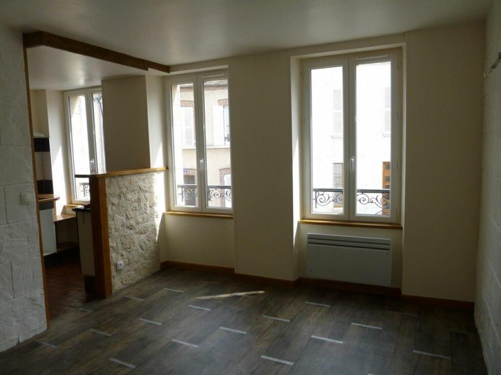 Maison à louer 3 56m2 à Châtillon-Coligny vignette-1