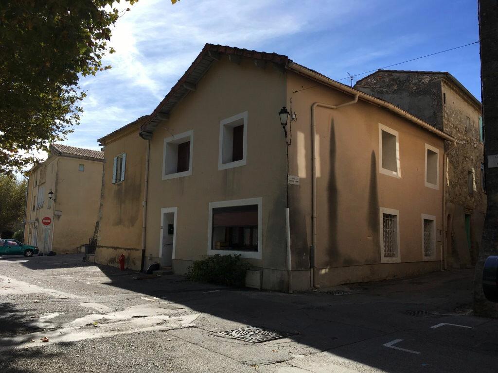Appartement à louer 4 98m2 à Domazan vignette-1