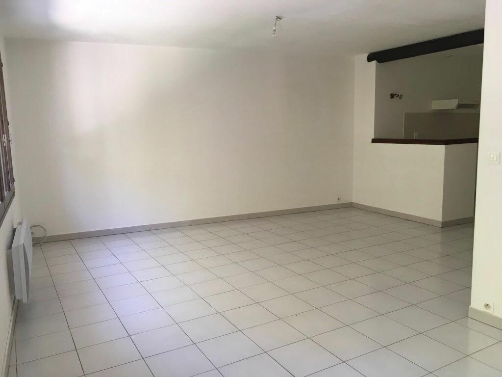 Appartement à louer 4 98m2 à Domazan vignette-2