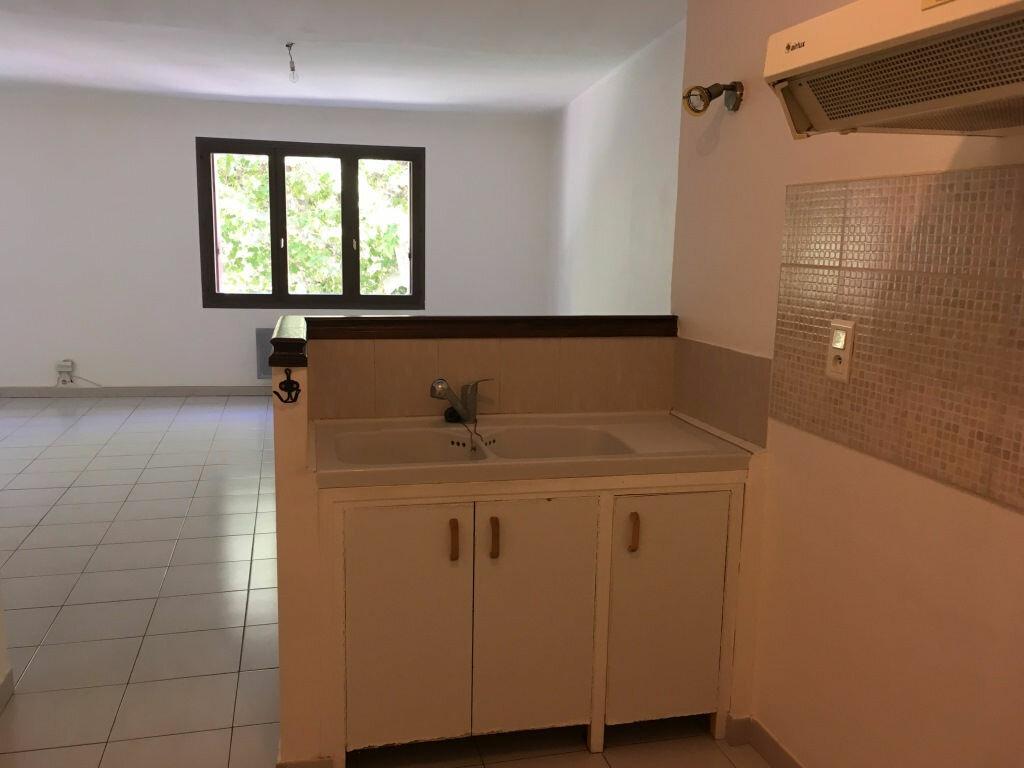 Appartement à louer 4 98m2 à Domazan vignette-5