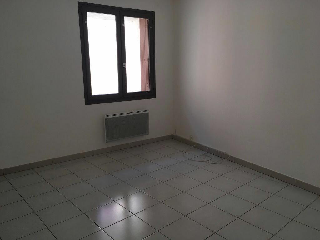 Appartement à louer 4 98m2 à Domazan vignette-7