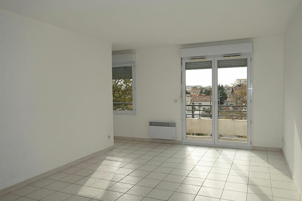 Appartement à louer 2 49m2 à Avignon vignette-1