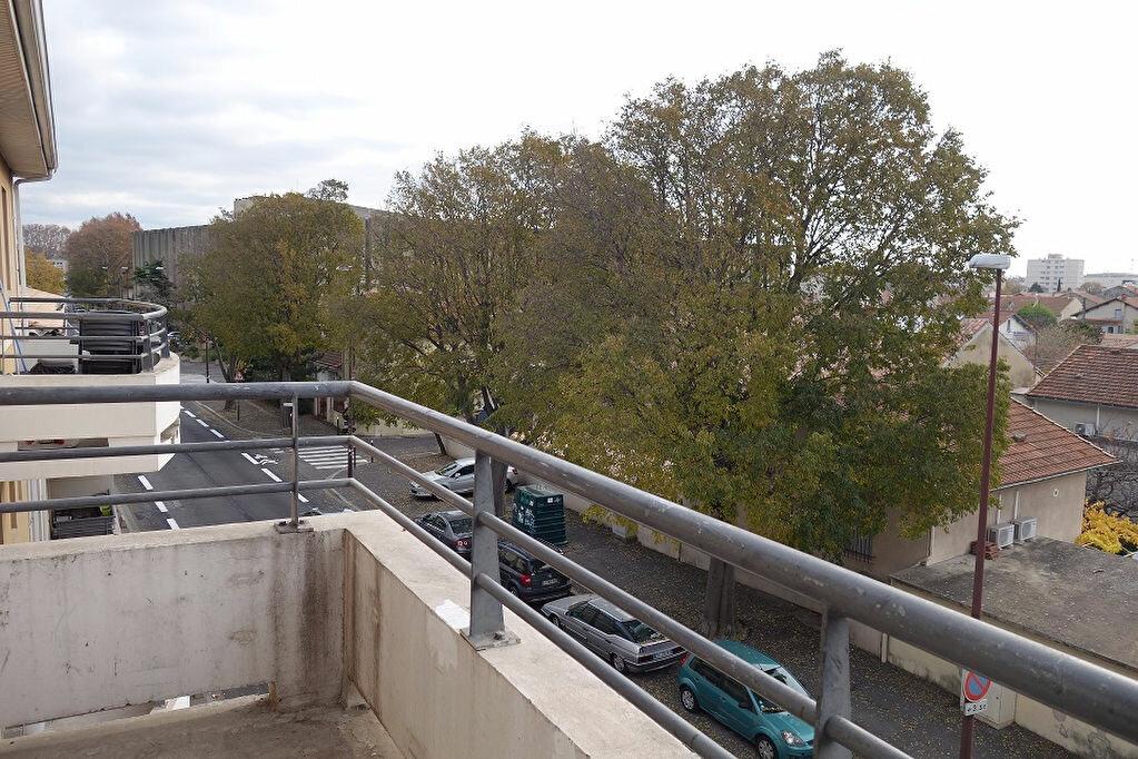 Appartement à louer 2 49m2 à Avignon vignette-2