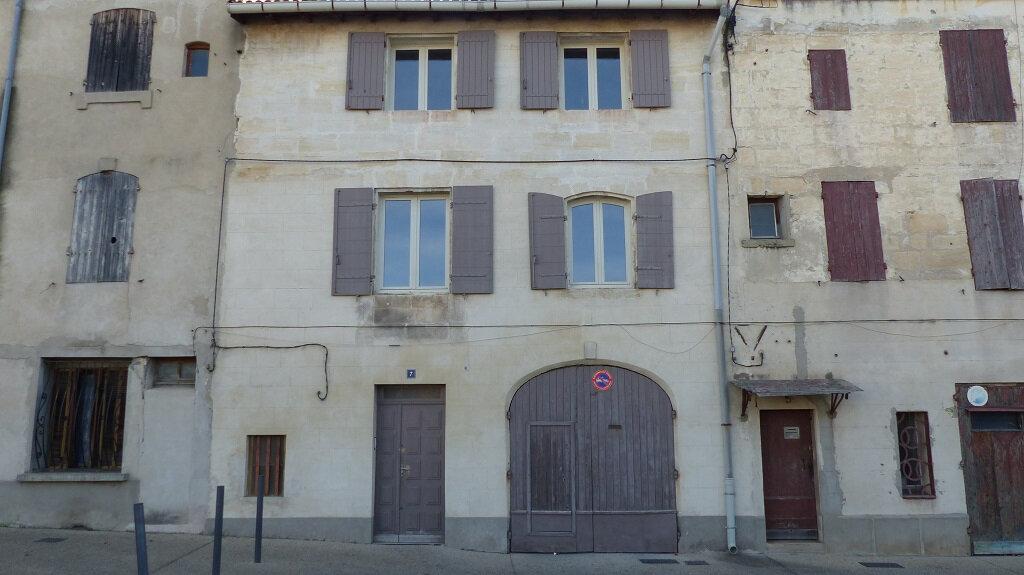 Maison à louer 3 114.7m2 à Beaucaire vignette-1