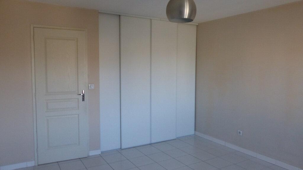 Maison à louer 3 114.7m2 à Beaucaire vignette-4