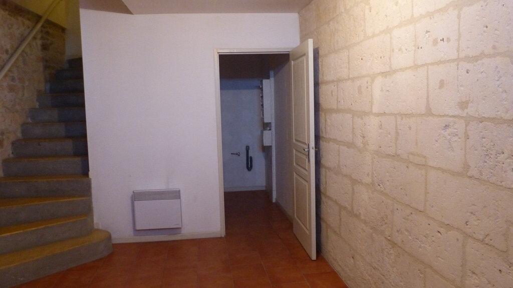 Maison à louer 3 114.7m2 à Beaucaire vignette-7