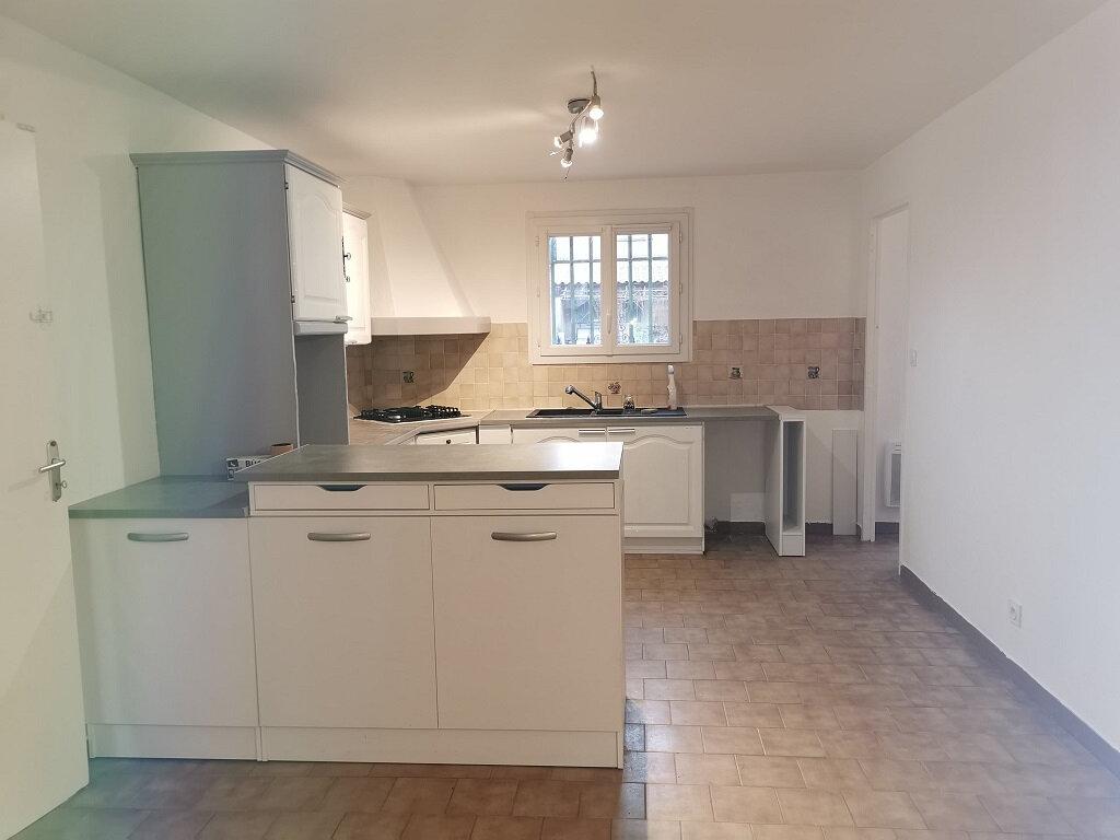 Maison à louer 6 118m2 à Rochefort-du-Gard vignette-2