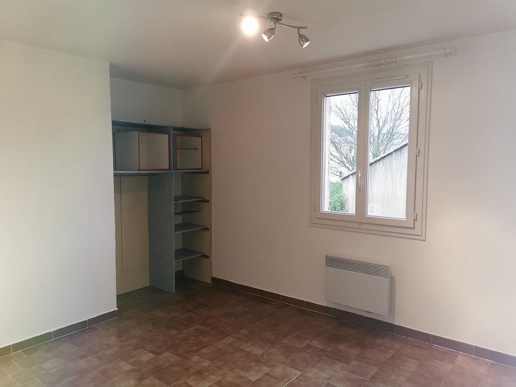 Maison à louer 6 118m2 à Rochefort-du-Gard vignette-5