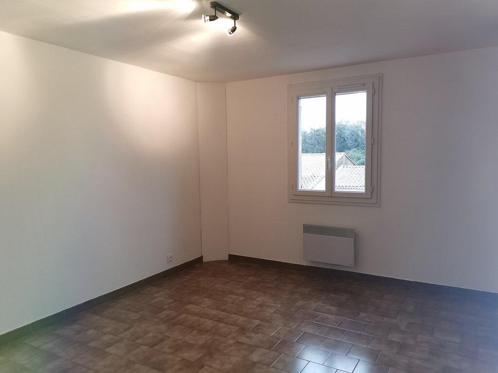 Maison à louer 6 118m2 à Rochefort-du-Gard vignette-6