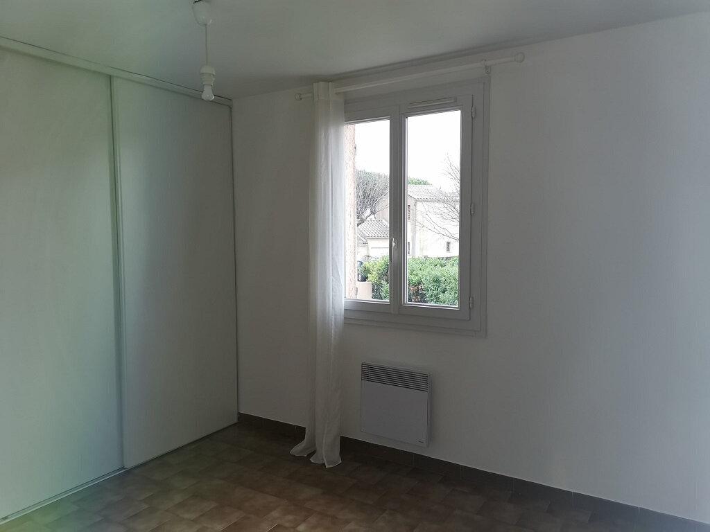 Maison à louer 6 118m2 à Rochefort-du-Gard vignette-7