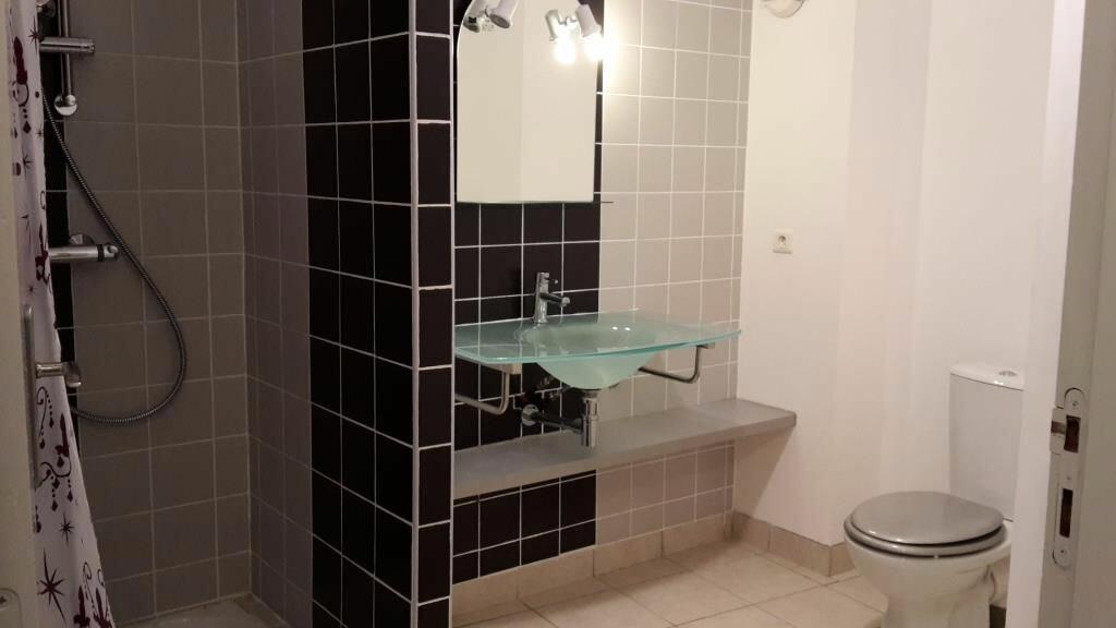 Appartement à louer 2 50m2 à Saint-Geniès-de-Comolas vignette-2
