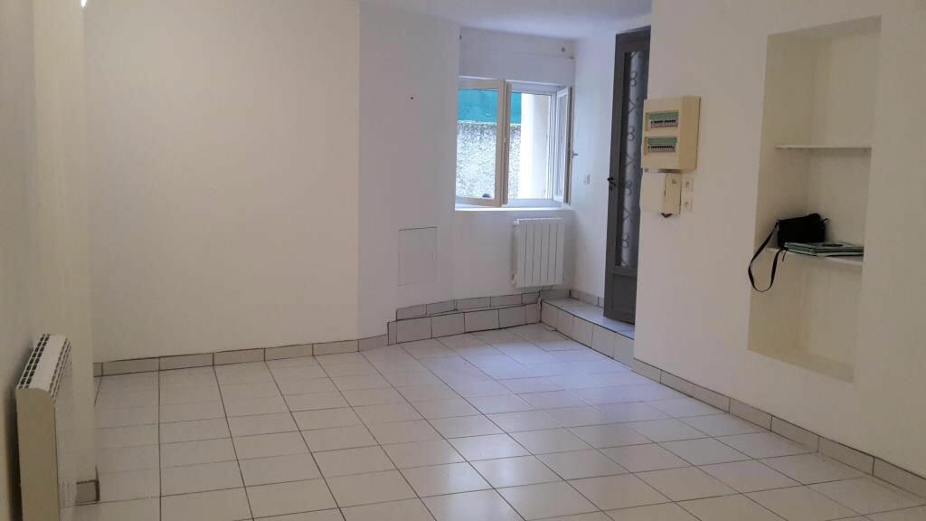 Appartement à louer 2 50m2 à Saint-Geniès-de-Comolas vignette-3