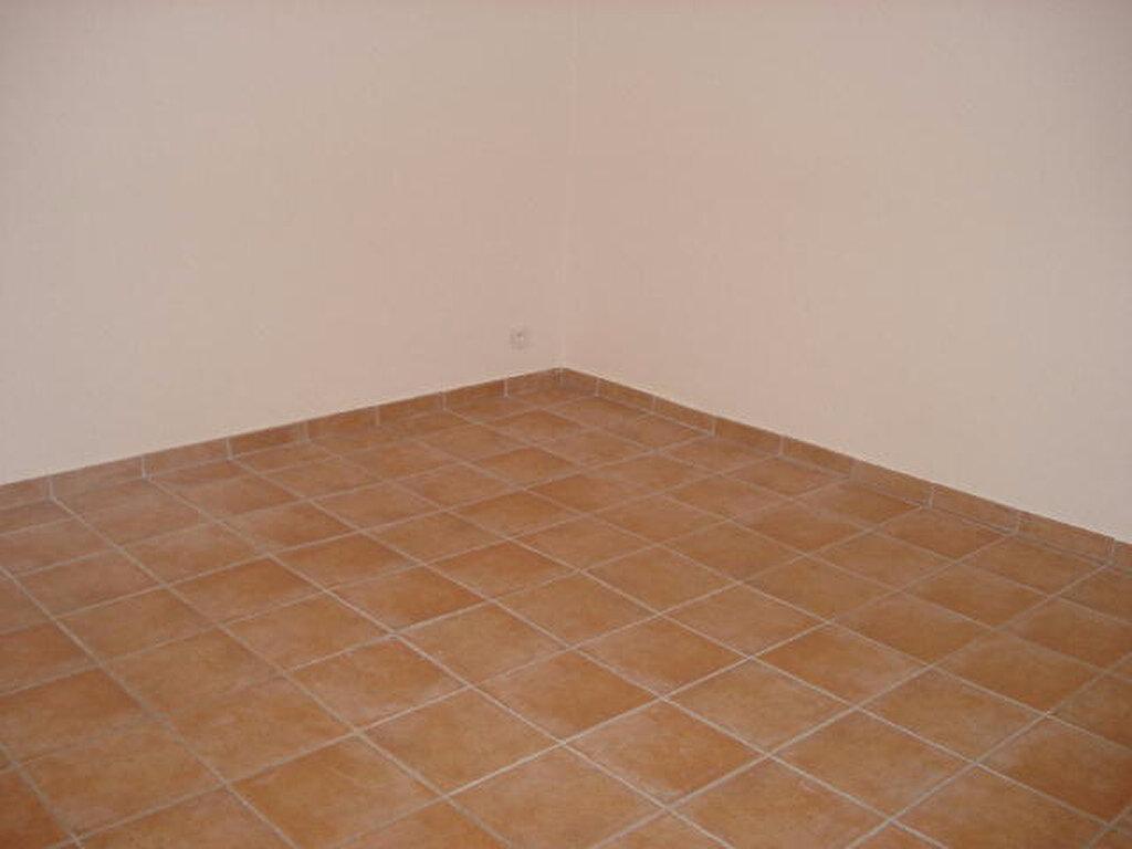 Appartement à louer 3 57m2 à Régusse vignette-4