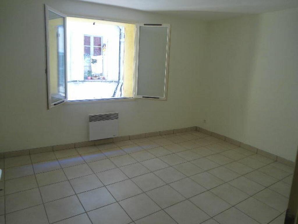 Appartement à louer 3 63m2 à Aups vignette-3