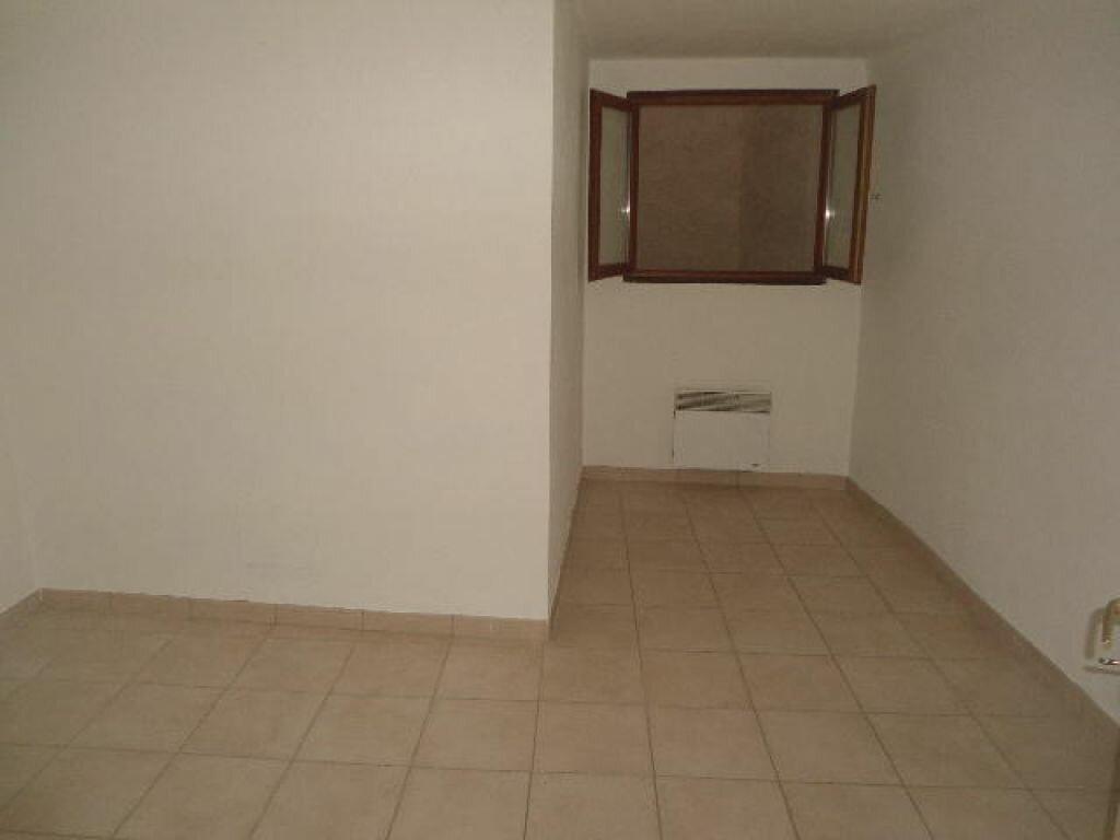 Appartement à louer 3 63m2 à Aups vignette-7
