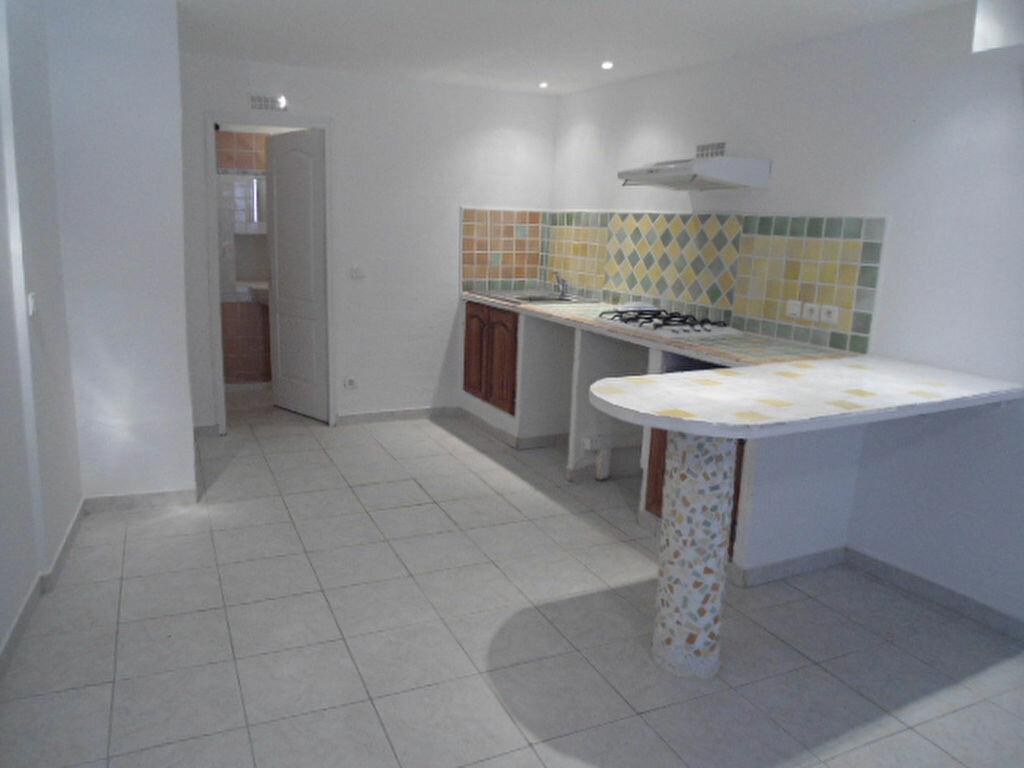 Appartement à louer 1 30m2 à Aups vignette-1