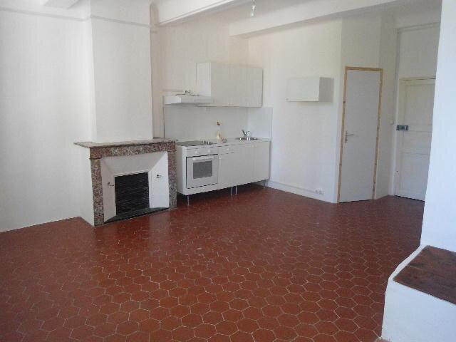 Appartement à louer 1 26.2m2 à Aups vignette-1