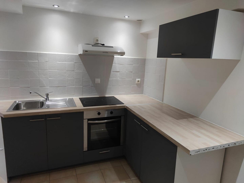 Appartement à louer 2 27m2 à Salernes vignette-1