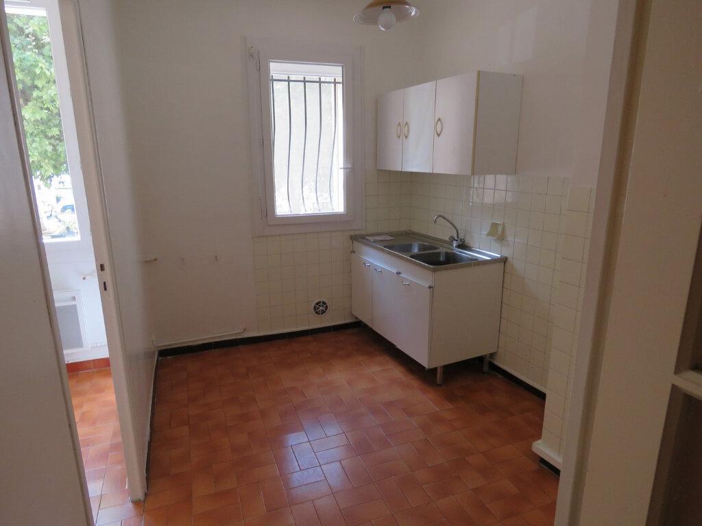 Appartement à louer 3 51m2 à Riez vignette-2