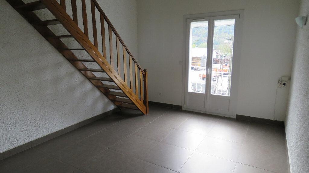Appartement à louer 3 65m2 à Riez vignette-1