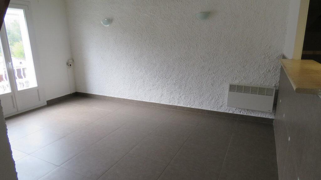 Appartement à louer 3 65m2 à Riez vignette-4