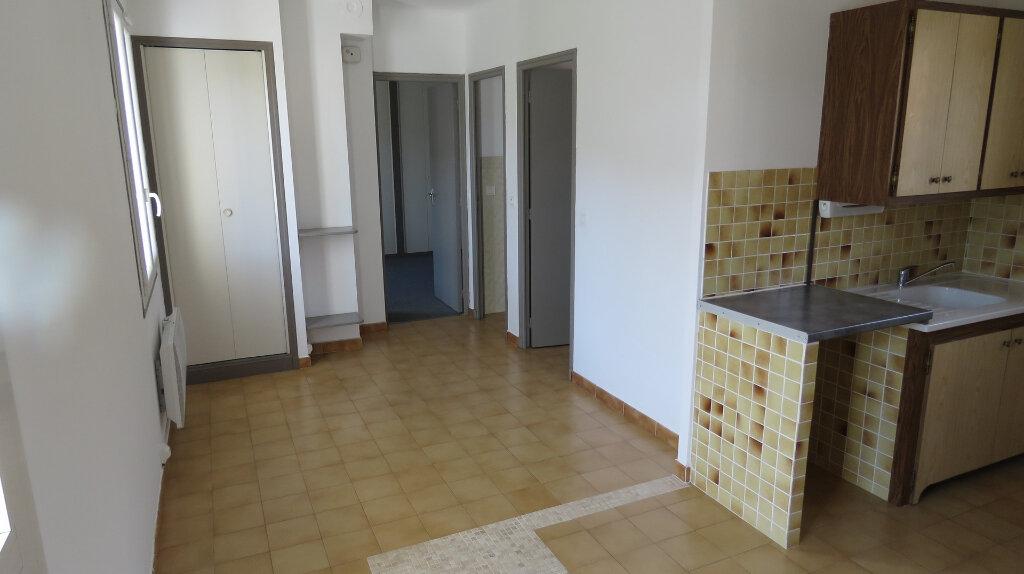 Appartement à louer 3 50m2 à Riez vignette-2