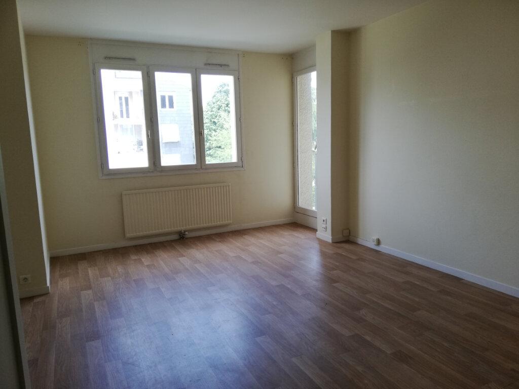 Appartement à louer 4 87.5m2 à Noisiel vignette-2