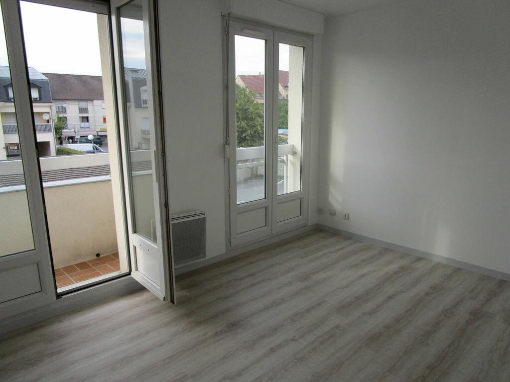 Appartement à louer 2 49m2 à Pontault-Combault vignette-3