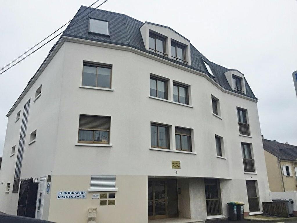 Appartement à louer 2 49m2 à Pontault-Combault vignette-1