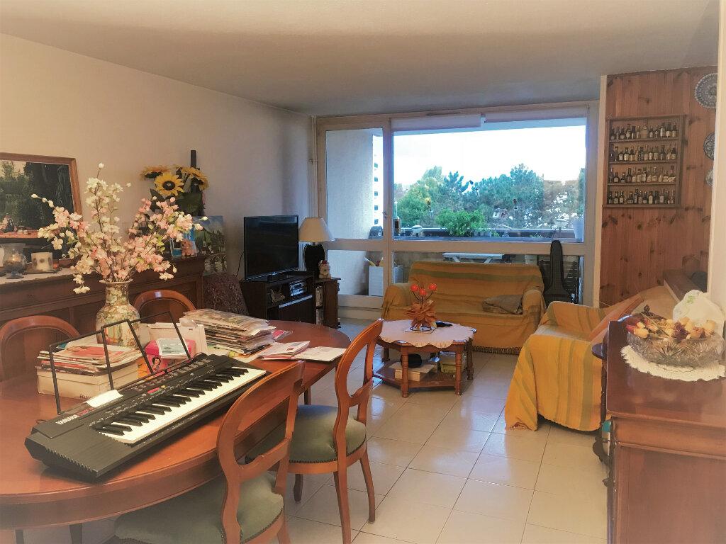 Appartement à vendre 4 84m2 à Roissy-en-Brie vignette-1