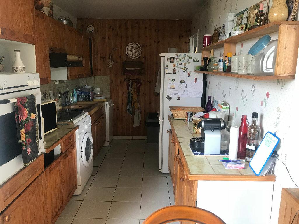 Appartement à vendre 4 84m2 à Roissy-en-Brie vignette-4