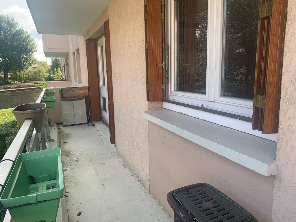 Appartement à vendre 3 70m2 à Pontault-Combault vignette-3