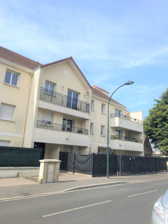 Appartement à louer 3 62.9m2 à Pontault-Combault vignette-1