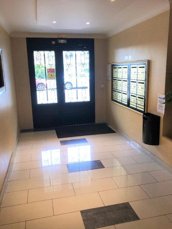 Appartement à louer 3 62.9m2 à Pontault-Combault vignette-2