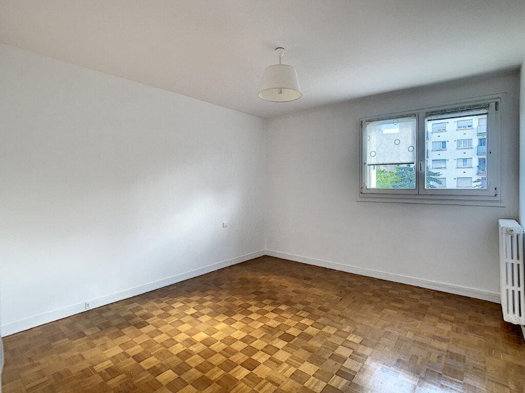 Appartement à louer 3 85m2 à Joinville-le-Pont vignette-9