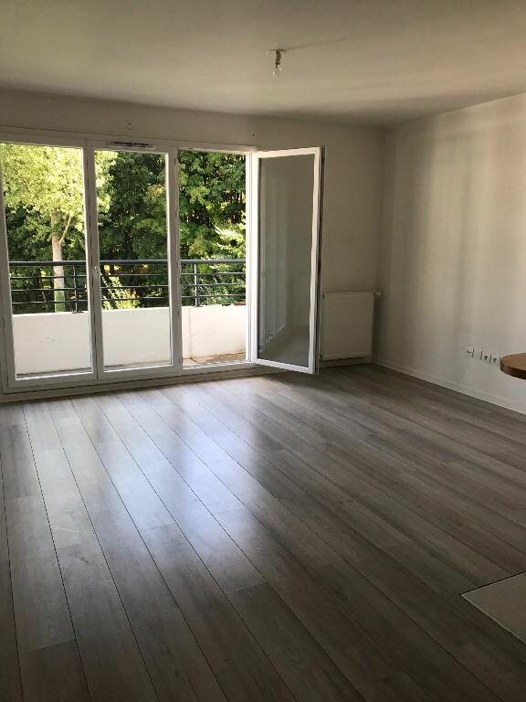 Appartement à louer 3 58.3m2 à Sucy-en-Brie vignette-2