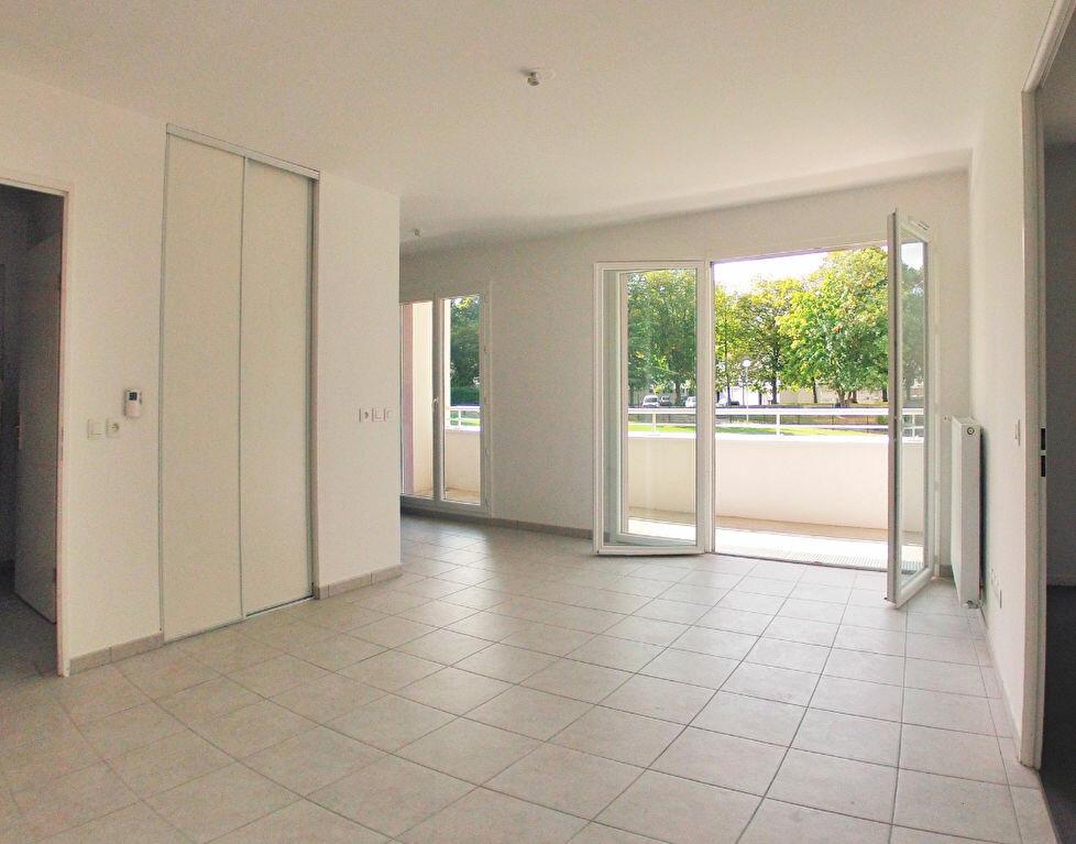 Appartement à louer 2 40.95m2 à Sucy-en-Brie vignette-1