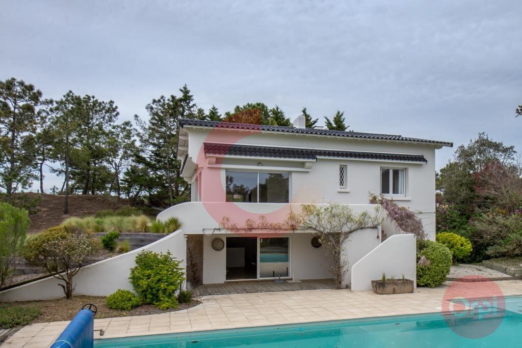 Maison à vendre 7 243.59m2 à Saint-Jean-de-Monts vignette-1