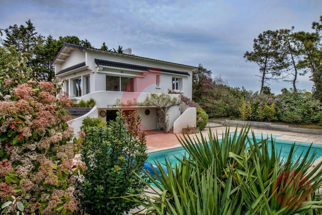 Maison à vendre 7 243.59m2 à Saint-Jean-de-Monts vignette-4