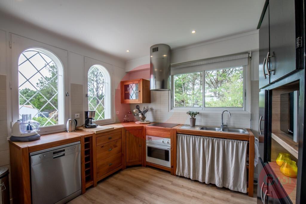 Maison à vendre 7 243.59m2 à Saint-Jean-de-Monts vignette-6