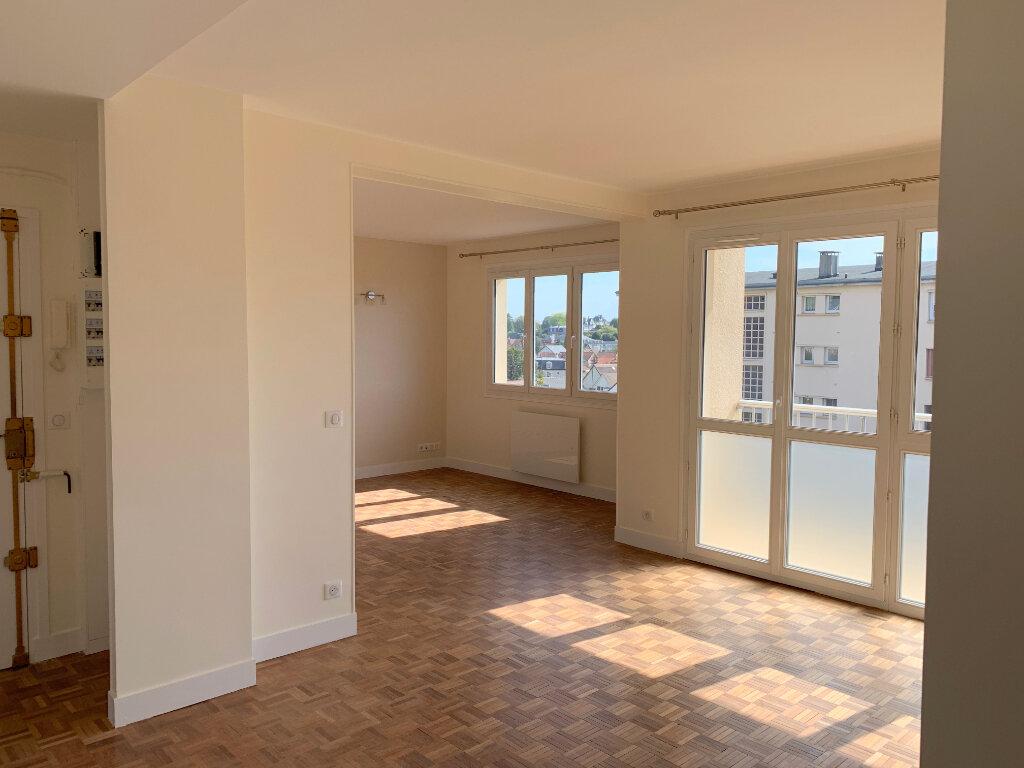 Appartement à louer 4 66.57m2 à Le Chesnay vignette-1