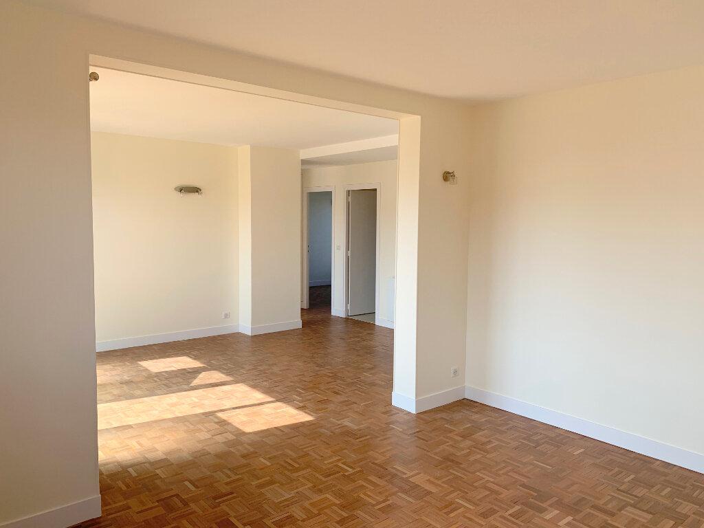 Appartement à louer 4 66.57m2 à Le Chesnay vignette-2