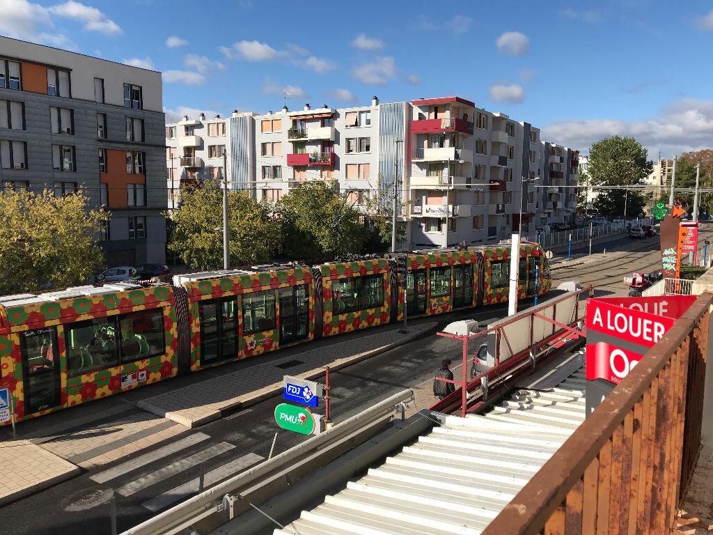 Appartement à louer 5 105.94m2 à Montpellier vignette-2