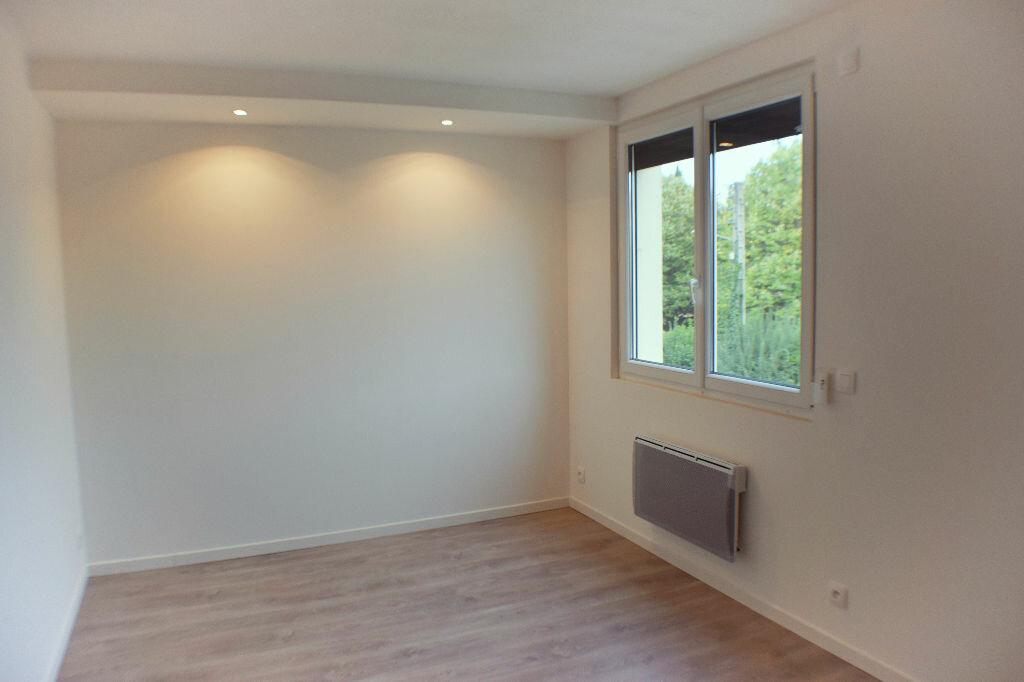 Appartement à louer 5 105.94m2 à Montpellier vignette-5