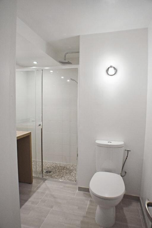 Appartement à louer 5 105.94m2 à Montpellier vignette-6