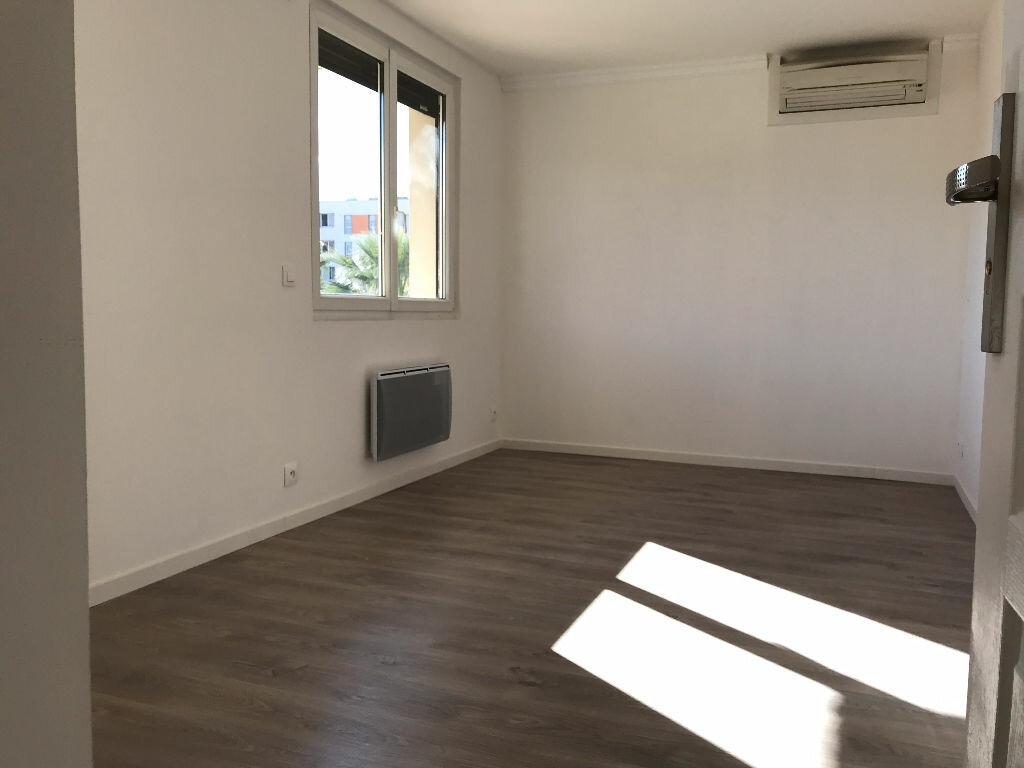 Appartement à louer 5 105.94m2 à Montpellier vignette-11